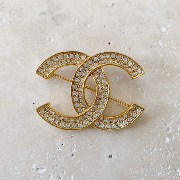 CHANEL Jewelry - ✨ VINTAGE CHANEL Brooch Pin